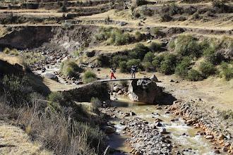Photo: Cruzando el puente en Playa camino a Fortaleza Lari, Caylloma - Arequipa