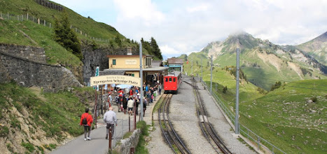 Photo: As usual a majority of the tourists will remain within 300 meters of the station, often simply because they don't have the proper shoes to tackle the rocky trails.