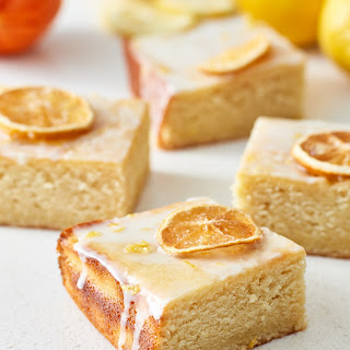 Easy Lemon Drizzle Cake.