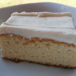 French Vanilla Cake w/Cream Cheese Icing! #GrainFree #LCHF.