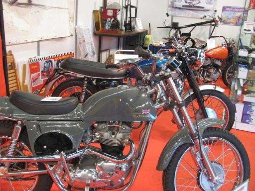 vue du Stand Machines et Moteurs au salon Moto légende