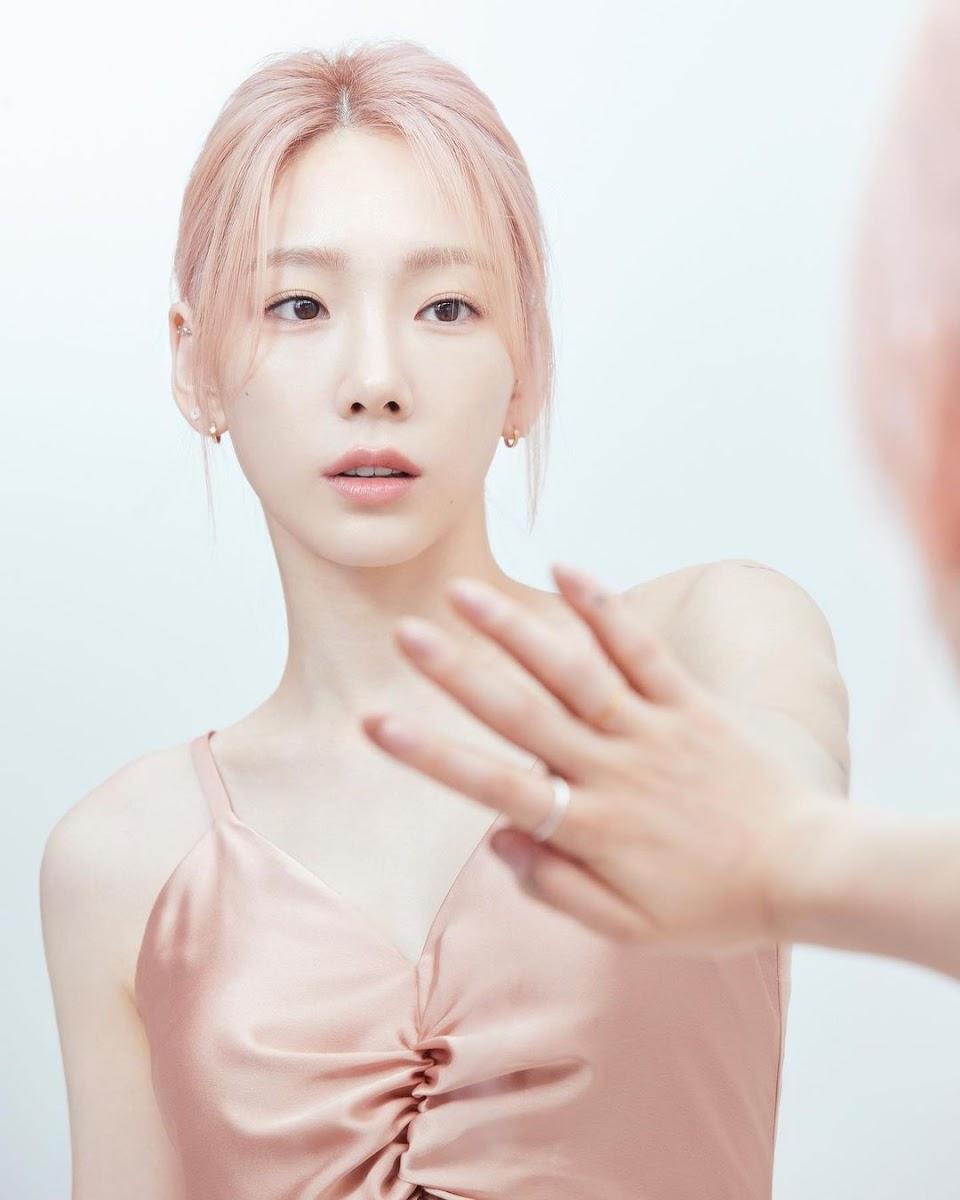 taeyeon pink dress