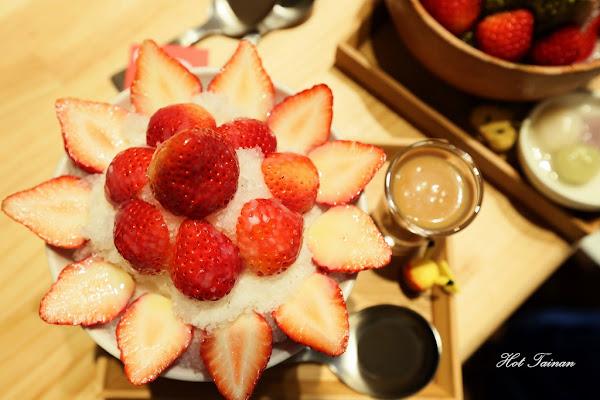 冰ㄉ• かき氷:快來抓住草莓季的尾聲,來上一碗會開花的草莓牛奶糖冰吧!