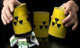 Hütchenspieler, Becher als gelbe Atomfässer, aus einem gucken Geldbündel heraus.