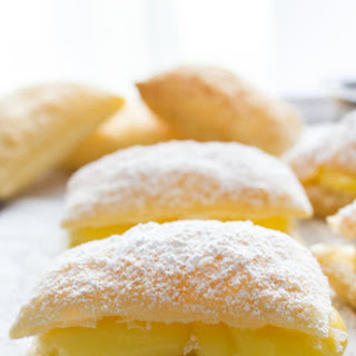 Sporcamuss Italian Cream Filled Pastries