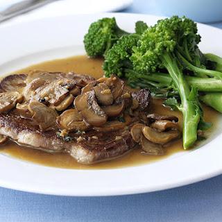 Minute Steaks with Mushroom Sauce and Broccoli