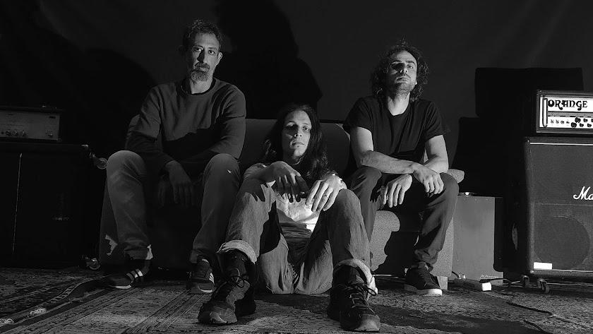 The Dry Mouths está formado por Christ O. Rodrigues, Josh Morales y Víctor Gutiérrez.