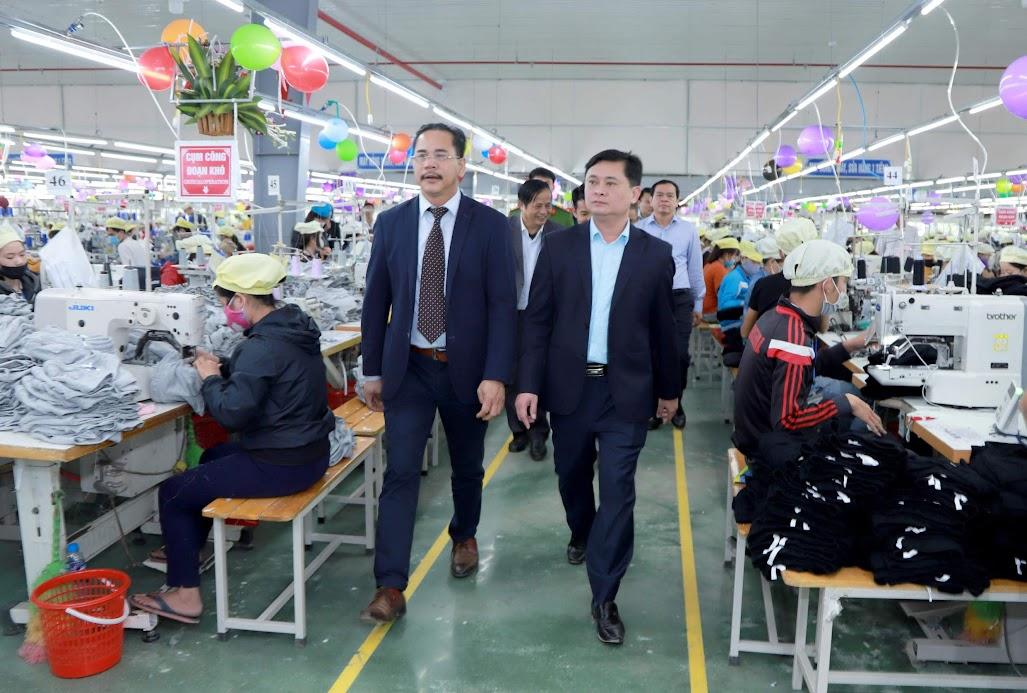 Lãnh đạo tỉnh Nghệ An tham quan hoạt động của Nhà máy may Minh Anh Đô Lương