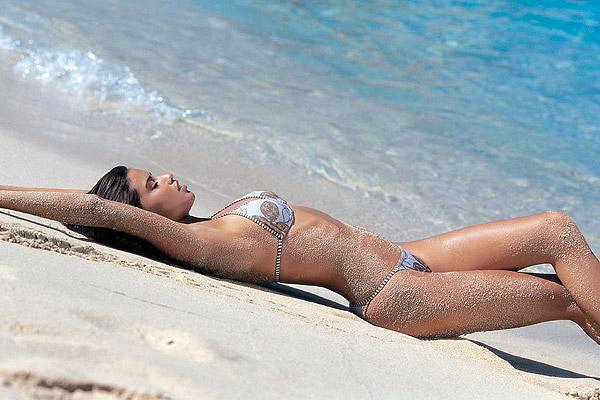 Adriana Lima zeki-24.jpg AdrianaLima3 -  http://henku.info