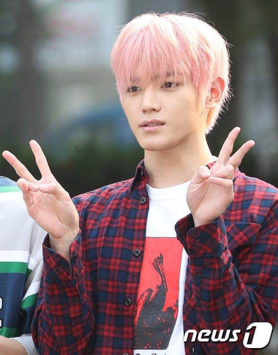 taeyong pinky (9)