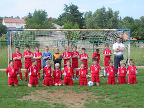 Photo: Škola nogometa 2005/2006 - peti s lijeva kleči Saša Urošević