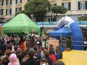 Photo: I trampolieri in piazza a Savona - aprile 2008