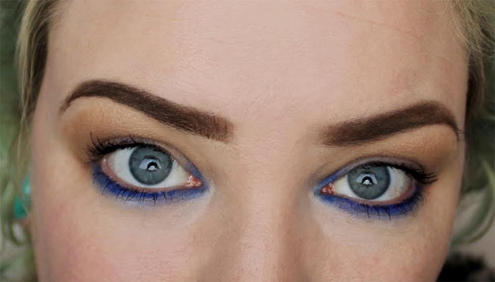 blue eyeshadow pop of colour blue eyes