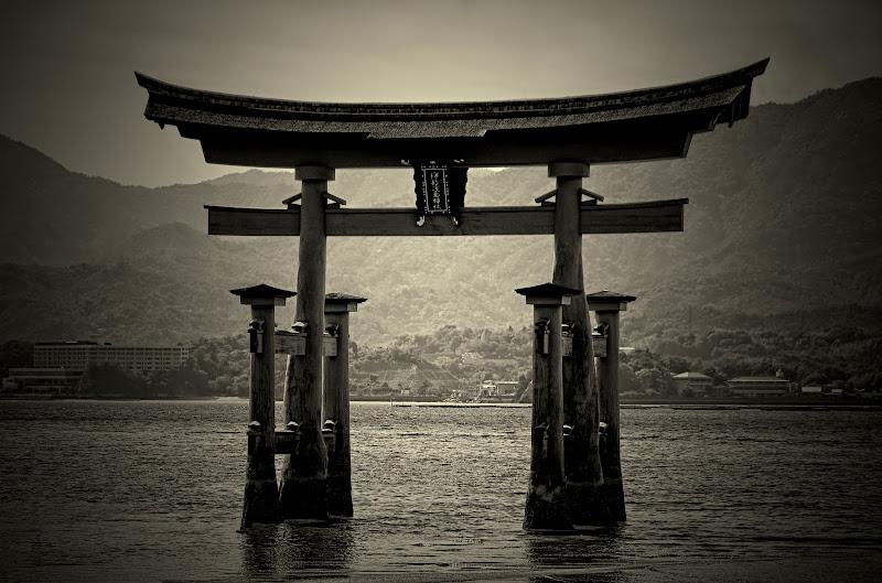 Miyajima Torii di Moonstone