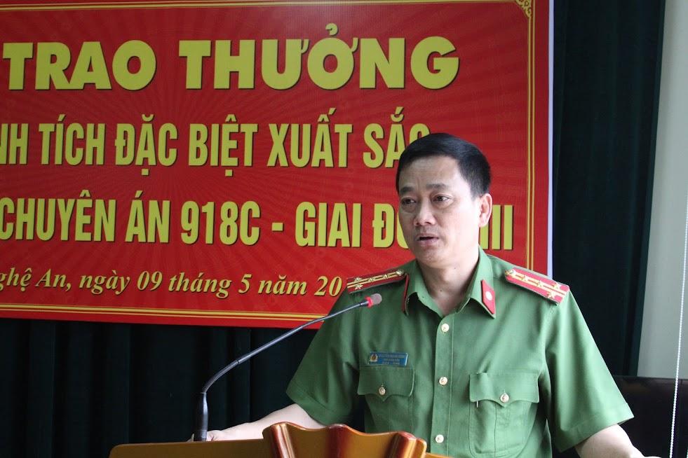Đồng chí Đại tá Nguyễn Mạnh Hùng, Phó Giám đốc Công an tỉnh, Thủ trưởng Cơ quan CSĐT Công an tỉnh Nghệ An phát biểu tại Lễ trao thưởng