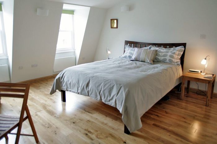 Luxury bedroom at Comfortable Waterloo Home SE1