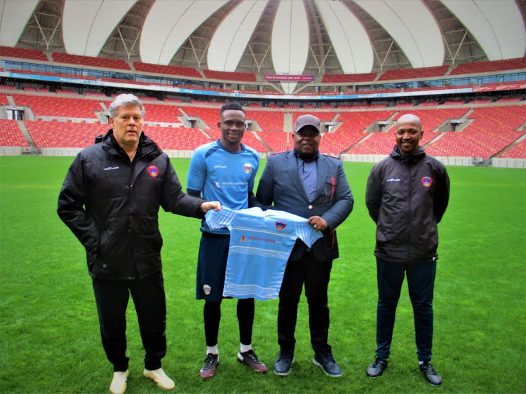 Luvuyo Nomandela (second from left) poses with Chippa United technical advisor Luc Eymael (L), club owner Siviwe Mpengesi (second from right) and coach Siyabulela Gwambi (R).