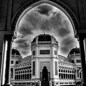 Masjid Raya, Medan by Tigor Lubis - Black & White Buildings & Architecture