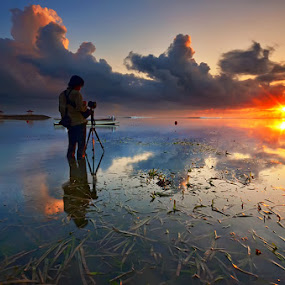 Light it up by Hendri Suhandi - Landscapes Sunsets & Sunrises ( bali, sanur, beach, sunrise )