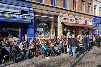 Photo: Maravillosas terrazas en el perímetro de dicha plaza en un día de mercado.