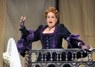 Photo: Wiener Volksoper: LE NOZZE DI FIGARO - Inszenierung Marco Arturo Marelli. Premiere am 25.11.2012. Sulie Girardi. Foto: Barbara Zeininger
