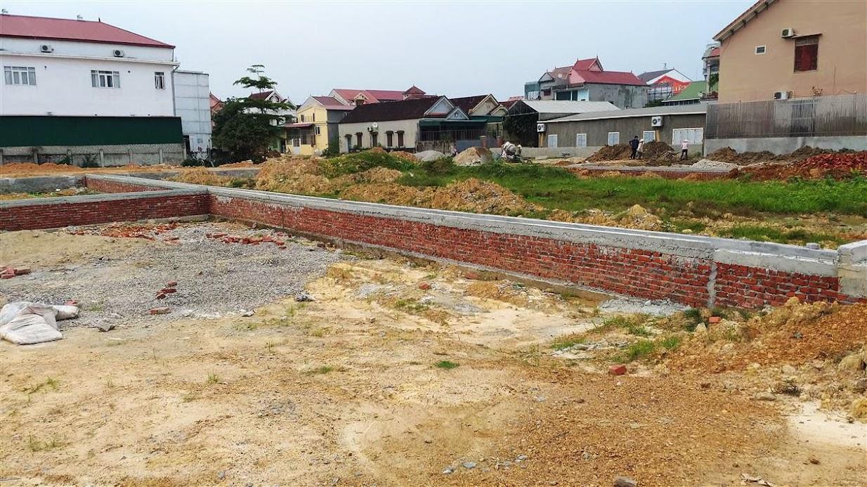 Khu đất ở đấu giá tại khối 1, thị trấn Yên Thành đang dở dang hệ thống hạ tầng kỹ thuật nhưng việc đấu giá đã diễn ra trước đó