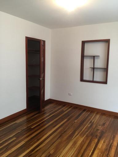 Oficinas en Arriendo - Bogota, La Soledad 642-4250