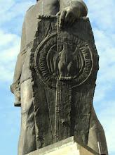 """Photo: Statuia lui Baba Novac -  Monument ridicat in cinstea memoriei lui Baba Novac -  Inscriptia de pe monument: """"Baba Novac - Capitan a lui Mihai Viteazul, ucis in chinuri groasnice de catre unguri in data de 5 februarie 1601. S-a ridicat acest monument spre cinstirea memoriei sale in anul 1975.""""  Este operă a sculptorului Virgil Fulicea - (2011.10.20)(2011.10.20)"""