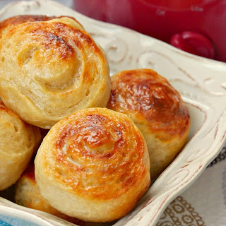 Easy Slow Cooker Bread Dinner Rolls