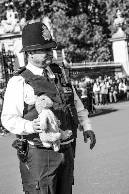 Il poliziotto burlone  di Ciro Palomba