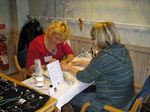 Photo: Lite extra lyx och flärd kunde man få hos Catti från Lilla Salongen som gav olika typer av manikyr.