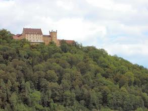 Photo: die erste Burg ist keine, sondern ein Schloss,  das Schloss Weitenburg