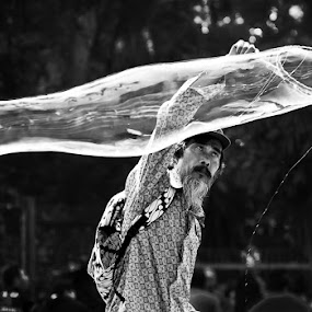 Bubble Man BW by Bagoes Wahjoedi - People Street & Candids