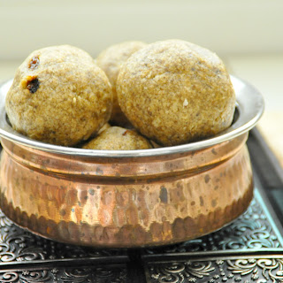 Manda puttu/Rice and mung bean sweet steamed balls.