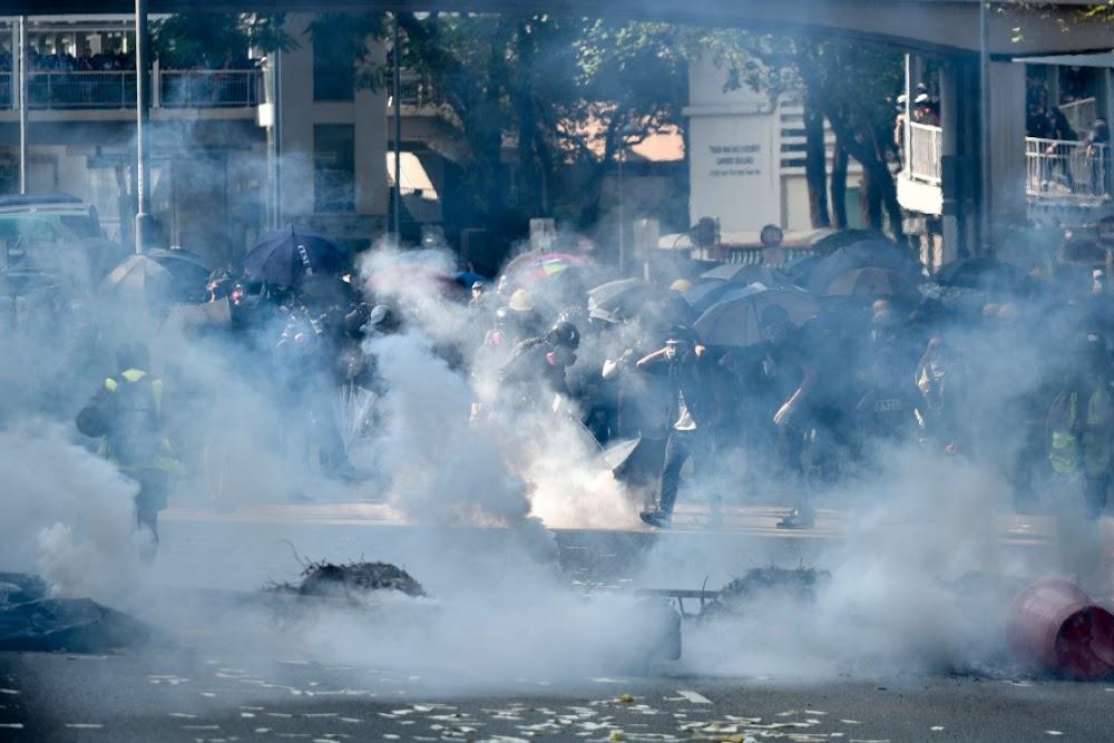 Betogers 'Day of Grief' betogers ignoreer die verbod van die polisie in Hong Kong