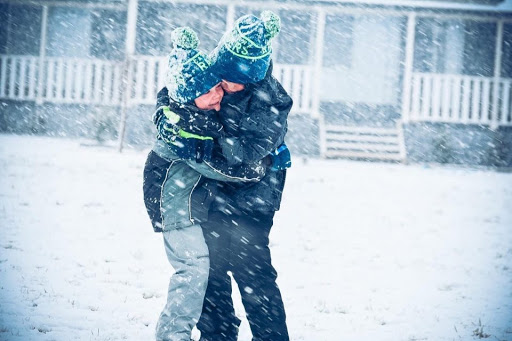 Snow falls across northern ACT region, delighting locals