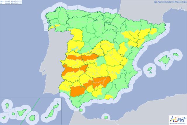 Mapa de la Aemet con los avisos amarillo y naranja por altas temperaturas.