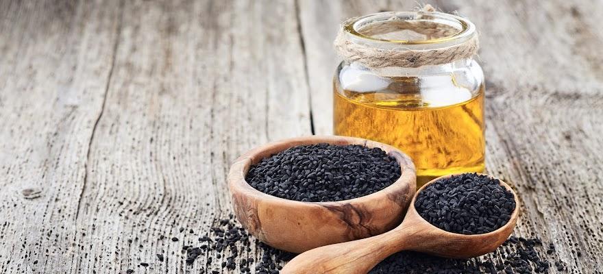 Olej z czarnuszki w słoiku