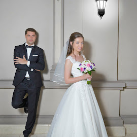 Bride & Groom by Eftime Gabriel - Wedding Bride & Groom ( groomsmen, wedding photography, wedding photographer, party, bride )
