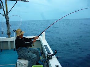 """Photo: 今日は、釣り座「1番クジ」でした!""""アダチさん""""1投目からヒット!"""