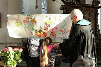 Photo: De Kindernevendienst heeft het visioen van Ezechiël geschilderd