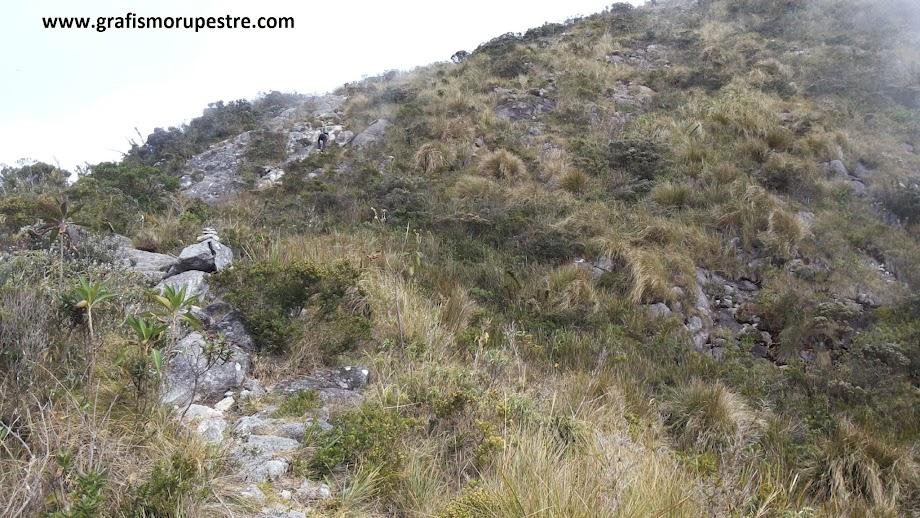 Trilha do Paiolinho - Pedra da Mina - Trecho Trepa Pedras da subida do Deus Me Livre.