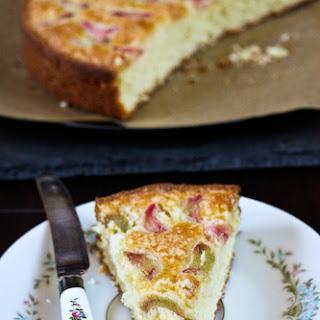 Simple Norwegian Rhubarb Cake for Spring