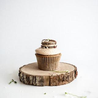 Café au Lait Macaron Cupcakes