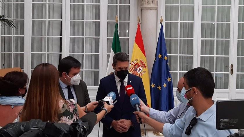 Pedro Fernández muestra su rechazo por el crimen de Roquetas.