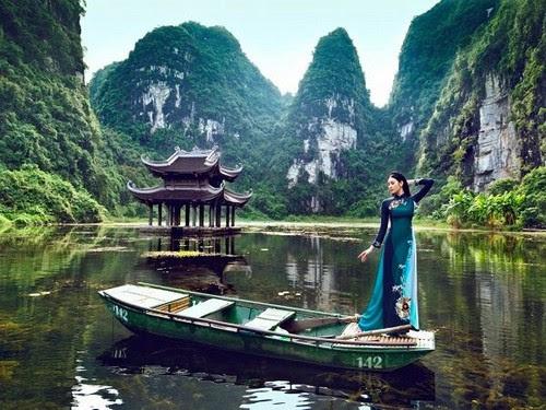 Khu du lịch Tràng An, mê hoặc áo dài Ngọc Khuê Các