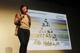 Photo: María Sanchez-Campillo hablando de hábitos saludables en Nutrición y Descanso