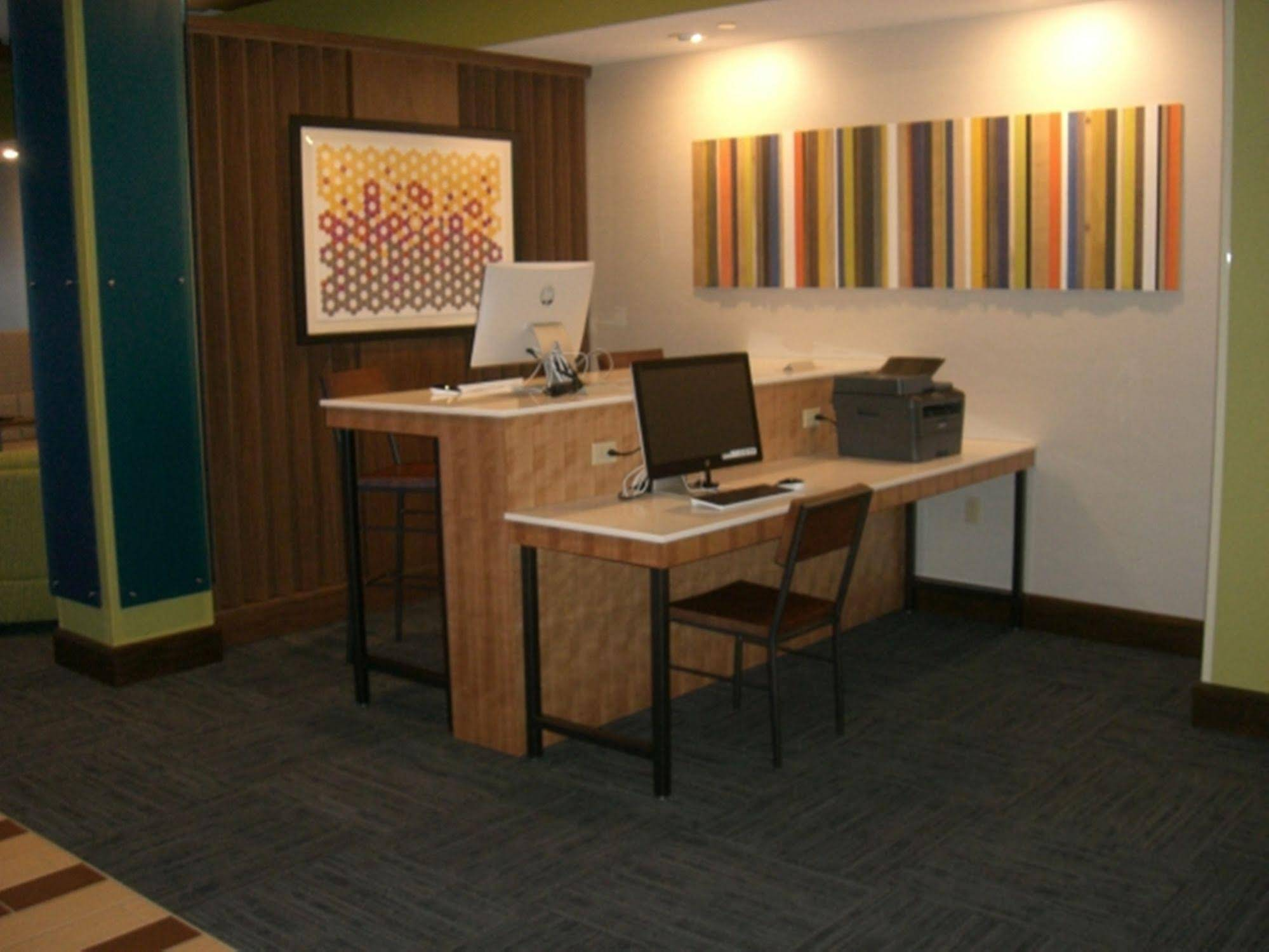 Holiday Inn Express and Suites Uniontown