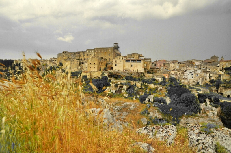 Gravina in Puglia, sole, roccia e storia  di angy17