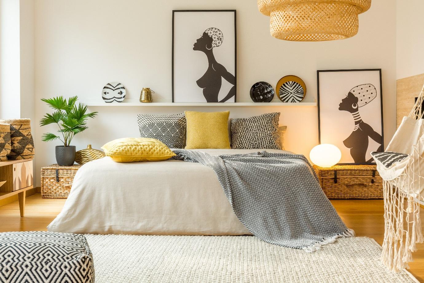 Uma imagem contendo interior, parede, sofá, sala  Descrição gerada automaticamente